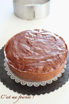 C'est ma fournée !: Le gâteau d'anniversaire double chocolat de Mercotte : une seule pâte, deux effets !