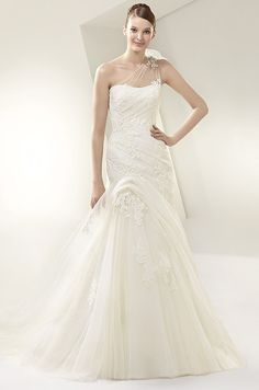This dress is so sweet and romantic! Beautiful, 2014