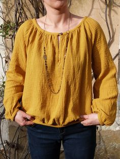 Easy Sweater Knitting Patterns, Diy Blouse, Couture Sewing, Couture Tops, Fashion Project, Shirt Blouses, Shirts, Tunic Tops, Pullover