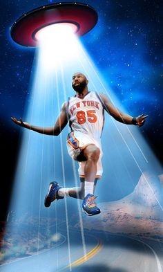 NBA's Baron Davis: I was 'abducted by aliens' in desert two weeks ago ~ The former New York Knicks player told the hosts of 'The Champs Podcast' that he made a visit to a flying saucer while driving through the desert from Las Vegas to L. Baron Davis, Recreational Sports, New York Daily News, New York Knicks, Basketball Jersey, Say What, Sports News, Champs, Nba