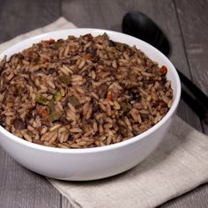 Shelf Life: Up to 25 years* Total Calories: 4,160 Total Protein: 156 grams Total Servings: 13 If you love meals with a bit of a kick, Santa Fe Black Beans & Rice is a great choice for your emergency food supply. It makes a hearty side dish or stand-alone meal and can be added to scrambled eggs for a delicious breakfast burrito. You can even add it to your favorite soup for extra thickness and flavor. Made with no artificial flavors or colors. *Shelf life up to 25 years when unopened. Best wh Emergency Food Storage, Emergency Food Supply, Burger Mix, Bean Burger, Black Beans And Rice, Vegetarian Eggs, Freeze Drying Food, Dinner Sides, Side Dishes
