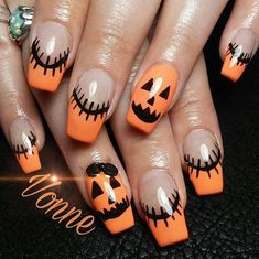 Adding some glitter nail art designs to your repertoire can glam up your style within a few hours. Check our fav Glitter Nail Art Designs and get inspired! Halloween 2018, Halloween Acrylic Nails, Cute Halloween Nails, Halloween Nail Designs, Halloween Ideas, Creepy Halloween, Halloween Party, Halloween Costumes, Holloween Nails