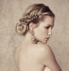Luv this wedding hair style. Can't wait to do it on my big sis luv her so.