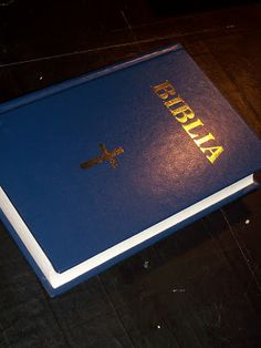 Arta Cărții: Ce fac 2 Personalized Items, Books, Bible, Libros, Book, Book Illustrations, Libri
