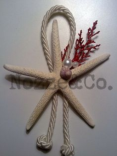 segnaposto mare3 Christmas Decorations To Make, Christmas Crafts, Christmas Ornaments, Fish Crafts, Diy And Crafts, Beach Theme Centerpieces, Quinceanera Invitations, Seashell Crafts, Starfish