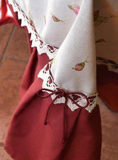 TOVAGLIA ROSE MARIE - PatriziaB.com  Deliziosa tovaglia in perfetto stile inglese da utilizzare anche come copritavolo, realizzata in splendido tessuto misto lino