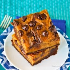 These Pumpkin Brownies are rich, fudgy, delicious and EASY to make! Pumpkin and chocolate come together in the perfect chewy fall brownie recipe! Pumpkin Brownies, Pumpkin Bundt Cake, Pumpkin Cake Recipes, Pumpkin Recipes For Weight Loss, Pumpkin Bread, Peeps Recipes, Brownie Recipes, Baking Recipes, Fall Recipes