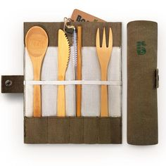 Zero Waste Cutlery for every occasion. Reusable, plastic-free alternative to single-use cutlery. Perfect for your Zero Waste Journey! Marie Kondo Konmari, Coffee To Go Becher, Buy Bamboo, Gabel, Packing List For Travel, Packing Tips, Plastic Waste, Eco Friendly House, Flatware Set