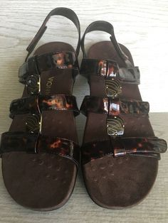 2d4b99903ac3 Vionic by Orthaheel Women s Amber Tortoise Size 11 Medium Sandals Synthetic   99