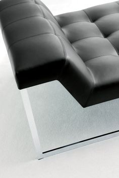 Detail of the Casadesus Kennedy lounge chair _