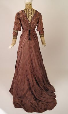 Afternoon dress ca. 1910 From Vintage Martini (back view)