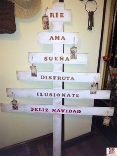 Un original árbol de Navidad con tablas de madera. ¡Te encantará!