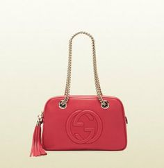 Gucci - soho shoulder bag with double chain straps Gucci Handbags Outlet, Pink Handbags, Replica Handbags, Chain Shoulder Bag, Leather Shoulder Bag, Soho, Chanel Online, Cuir Rose, Purses