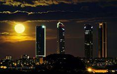 Hasta el 26 de febrero de 2015. La Luna, ese hermoso satélite de la tierra ha sido objeto de tantas y tantas fotografías, luna llena, mágica, creadora de in