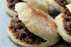 Ons recept van de dag: Batbot gevuld met gehaktvlees . Op Bladna.nl kan je uiteraard nog veel meer leuke Marokkaanse recepten vinden.