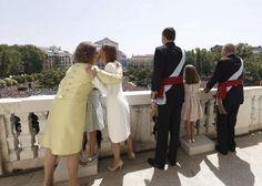 El saludo de la Familia Real desde el balcón del Palacio de Oriente - España - abc.es