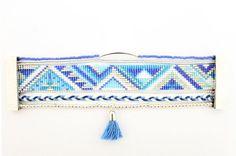Collection COPACABANA Bracelet manchette multi-rangs type Hipanema * DESCRIPTION Bracelet composé de: - perles miyuki delicas 11/0 - soutache argent - perles de rocaille - perles argentées - fils de coton - chaîne boules argenté - tube argenté, longueur: 3 cm - fermoir