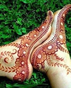 Explore latest Mehndi Designs images in 2019 on Happy Shappy. Mehendi design is also known as the heena design or henna patterns worldwide. We are here with the best mehndi designs images from worldwide. Henna Hand Designs, Mehandi Designs, Mehndi Designs Feet, Legs Mehndi Design, Mehndi Designs 2018, Beautiful Henna Designs, Simple Mehndi Designs, Bridal Mehndi Designs, Tattoo Designs