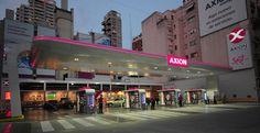 Desarrollo de Branding integral, para la nueva marca AXION energy. Imagen: Nueva estación de servicio en Buenos Aires  Fotógrafo: Daniel Schpoliansky