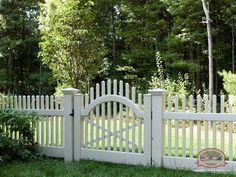 Make a Statement With White_Picket_Fences# - Nothing says quiet, country charm like a white picket fence complete with a garden_gate With this elegant, English look, your neighbors may be expecting tea and crumpets on your front porch. Picket Fence Gate, White Picket Fence, Privacy Landscaping, Front Yard Landscaping, Yard Privacy, Front Yard Fence, Front Porch, Fence Styles, Side Yards