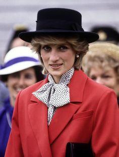 Diana, Princess of Wales. June Princess Diana arrives in Shelburne, Nova Scotia. Lady Diana Spencer, Princess Diana Fashion, Princess Diana Pictures, Prince And Princess, Princess Of Wales, Prince Harry, Princess Diana Memorial Fountain, Estilo Jackie Kennedy, Princes Diana