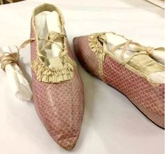 Pink mauve stenciled kid leather shoes slippers historical footwear Regency Georgian century Ca 1800 1810 1820 1790 Old Shoes, Slip On Shoes, 1800s Fashion, Vintage Fashion, Pink Leather, Leather Shoes, Vintage Accessories, Women Accessories, Vintage Boots