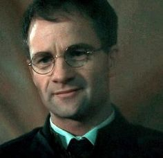 James Potter(Harry Potter) played by Adrian Rawlins Harry Potter Film, Harry Potter Characters, Harry Potter World, Movie Characters, Lord Voldemort, Luke Skywalker, Harry Potters Dad, Hermione, Auburn Hair