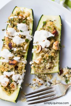 These HEALTHY and EASY quinoa stuffed zucchini boats are a great way to use up some summer produce | recipe on simplyquinoa.com