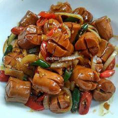 Resep masakan sederhana anak kos Instagram Indonesian Food Traditional, Easy Cooking, Cooking Recipes, Cooking Time, Thai Street Food, Asian Recipes, Ethnic Recipes, Indonesian Recipes, Food Combining