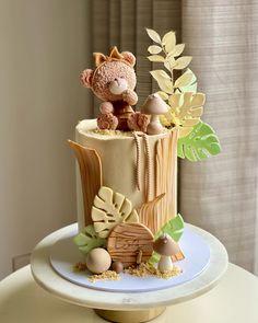 First Birthday Cakes, Birthday Wishes, Beautiful Cakes, Amazing Cakes, Jungle Cake, Cakes Today, Safari Theme, Bear Cakes, Edible Art