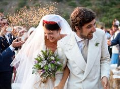 Town and Country Weddings - exquisite crown of coral and flowing bouquet Marta Ferri wedding
