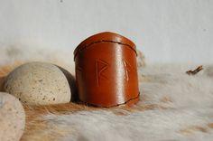 Porte monnaie runesbourse norse viking cuir rouge par ALeatherCC