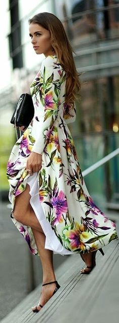 Long floral printed elegant dress, black sandals and handbag - popular feminine look ideas.