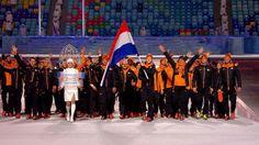 Nederlandse ploeg komt stadion in - NOS Olympische Spelen Sotsji 2014