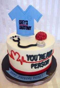 Grey's Anatomy Birthday Cake I need this! Greys Anatomy Gifts, Greys Anatomy Memes, Grey Anatomy Quotes, Grey's Anatomy, Doctor Cake, Friends Cake, Its My Bday, Cute Cakes, Themed Cakes
