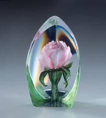 Mats Jonasson Pink Rose Glass Paperweight - Beautiful pink Rose sculpture etched in crystal by Mats Jonasson. Realistic etching of a pink rose and hand. Fused Glass, Stained Glass, Marble Art, Glass Marbles, Glass Paperweights, Through The Looking Glass, Glass Ball, Glass Etching, Glass Design