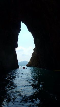kayaking in HongKong by Tonishiu #TiuChungArch #JinIsland #seaarch #tunneling