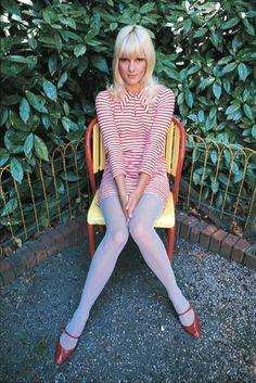 Sylvie Vartan / skirt tights combo