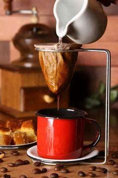Drip Coffee Through A Mesh Bag Tea Strainer? Coffee And Books, I Love Coffee, My Coffee, Coffee Drinks, Coffee Time, Coffee Shop, Coffee Cups, Drip Coffee, Cafe No Bule