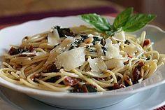 Spaghetti mit getrockneten Tomaten, ein raffiniertes Rezept aus der Kategorie Pasta. Bewertungen: 133. Durchschnitt: Ø 4,5.