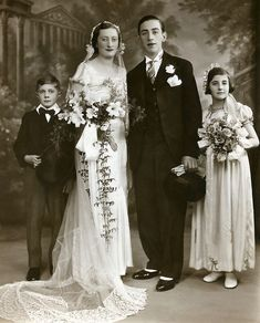 WEDDING Vintage Wedding PhotographPostcard c1930-40 Lovely Bouquet Fashion BRIDE and GROOM