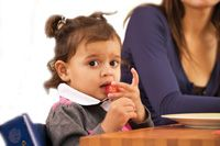 Tip 6: Eet gezellig aan tafel | Voedingscentrum