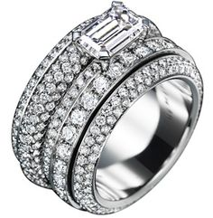 Piaget Possession ring in 18K white gold, set with one emerald-cut diamond (approx. 1.5 ct) and 466 brilliant-cut diamonds (approx. 3.85 ct).