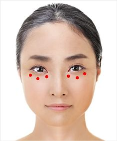 An Awesome Japanese Technique to Make Your Eyes Look Younger — It Only Requires One Minute Massage Shiatsu, Face Massage, Beauty Skin, Health And Beauty, Face Beauty, Healthy Beauty, Spiderbite Piercings, Facial Yoga, Long Hair Tips