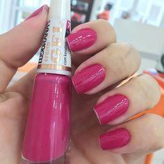 #esmaltedasemana com esse pink lindo da coleção efeito gel ( dispensa cabine) da @ludurana { cor lampejo} depois conto pra vocês se tem boa durabilidade  #unhasdasemana #pink #blogtourdabeleza #ludurana by tourdabeleza