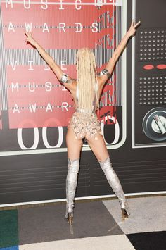 This Snapchatter Recreated Miley Cyrus' VMA Looks With Just His Finger