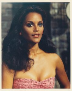 Actress, beauty queen, and sportscaster, Jayne Kennedy   Beautiful Jayne