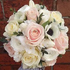 Have a wonderful weekend! Photo by @firstblush_dawn #meijerroses #firstblush #sweetavalanche #luxuryroses #weddingidea #weddinginspiration #bridetob