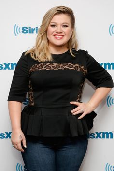 Kelly Clarkson Will Not Be Fat Shamed, Especially By Someone She's Never Heard Of. Beautiful response!