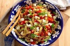 12 Steps To The Perfect Italian-Style Pasta Salad Vegetarian Recipes, Snack Recipes, Cooking Recipes, Healthy Recipes, Easy Healthy Dinners, Healthy Snacks, Gnocchi Pesto, Salsa Pesto, Tomato Pesto
